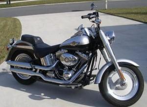 Taxamandens store drøm: En Harley Davidson, FLSTFI, 1400 , 100  års Jubilæumsudgaven 2003.